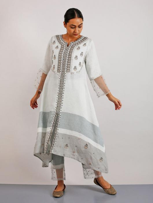 Erhi Gotapatti and Hand-Embroidered Kurta