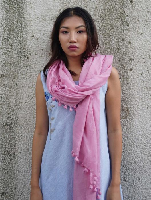 Ikis Hand-Woven Tasseled Scarf